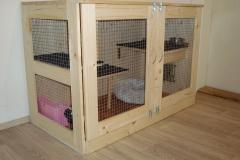 Ručně vyrobená dřevěná klec pro králíčka 2