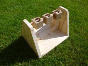 Dřevěné kelímky - hračka pro králíčky - promazliky.eu