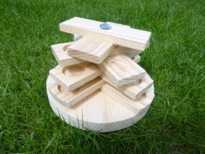 Dřevěný stromeček - hračka pro králíčky - promazliky.eu